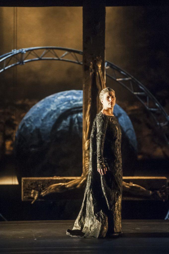 Theater Erfurt, Saison 2013/2014 Giuseppe Verdi: Don Carlo Regie: Stefano PodaIlia Papandreou: ElisabettaFoto: © Lutz Edelhoff