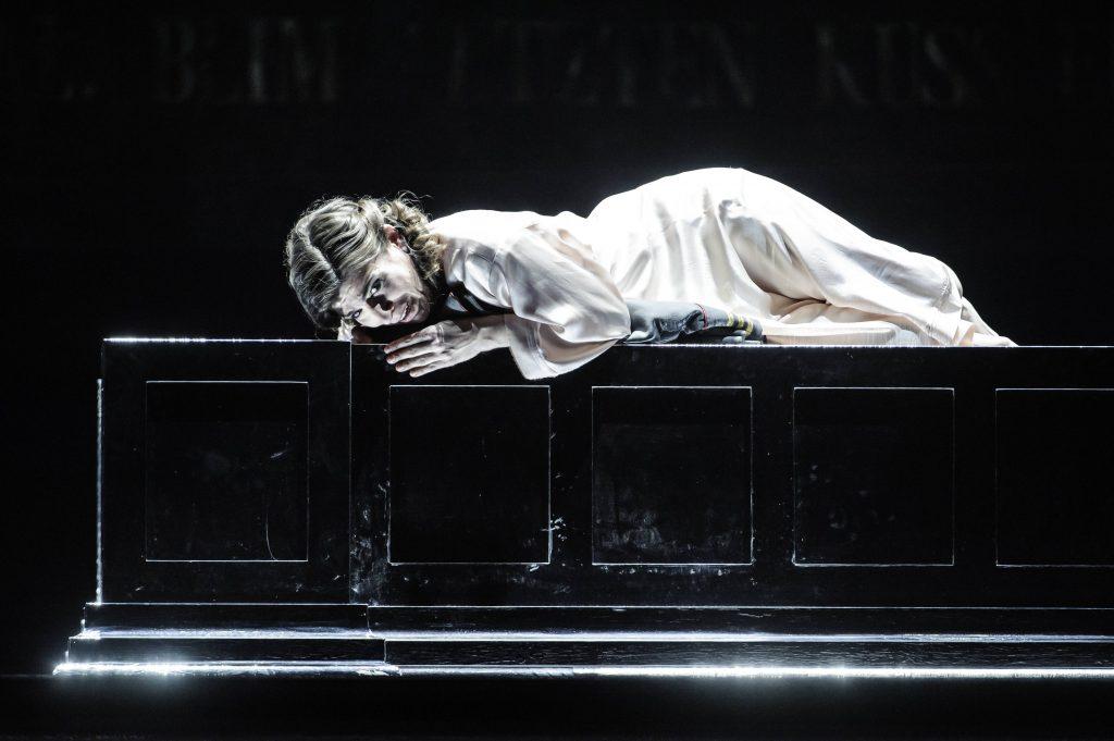 Theater Erfurt, Saison 2013/2014Giuseppe Verdi: OtelloRegie: Guy MontavonIlia Papandreou: Desdemona Foto: © Lutz Edelhoff