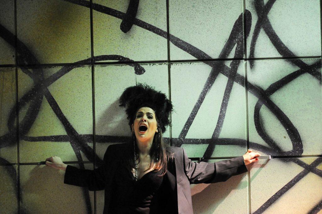 """Theater Erfurt, Saison 2011/2012Peter I. Tschaikowsky: """"Die Zauberin""""Regie: Tatjana Gürbaca Ilia Papandreou: Nastasja Foto: © Lutz Edelhoff"""